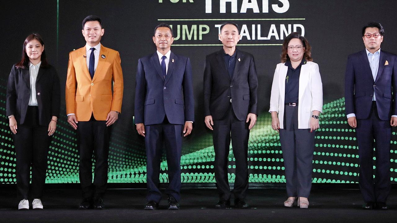 """สัมมนาใหญ่  -  กานต์ ตระกูลฮุน และ กานติมา เลอเลิศยุติธรรม จัดงานสัมมนา AIS Academy for THAIs : Jump Thailand สานต่อ """"ภารกิจคิดเผื่อ เพื่อคนไทย"""" โดยมี ศ.ดร.สุชัชวีร์ สุวรรณสวัสดิ์ และ ชาคริตย์ เดชา มาร่วมงานด้วย ที่เดอะ พอร์ทอล บอลรูม เมืองทองธานี วันก่อน."""