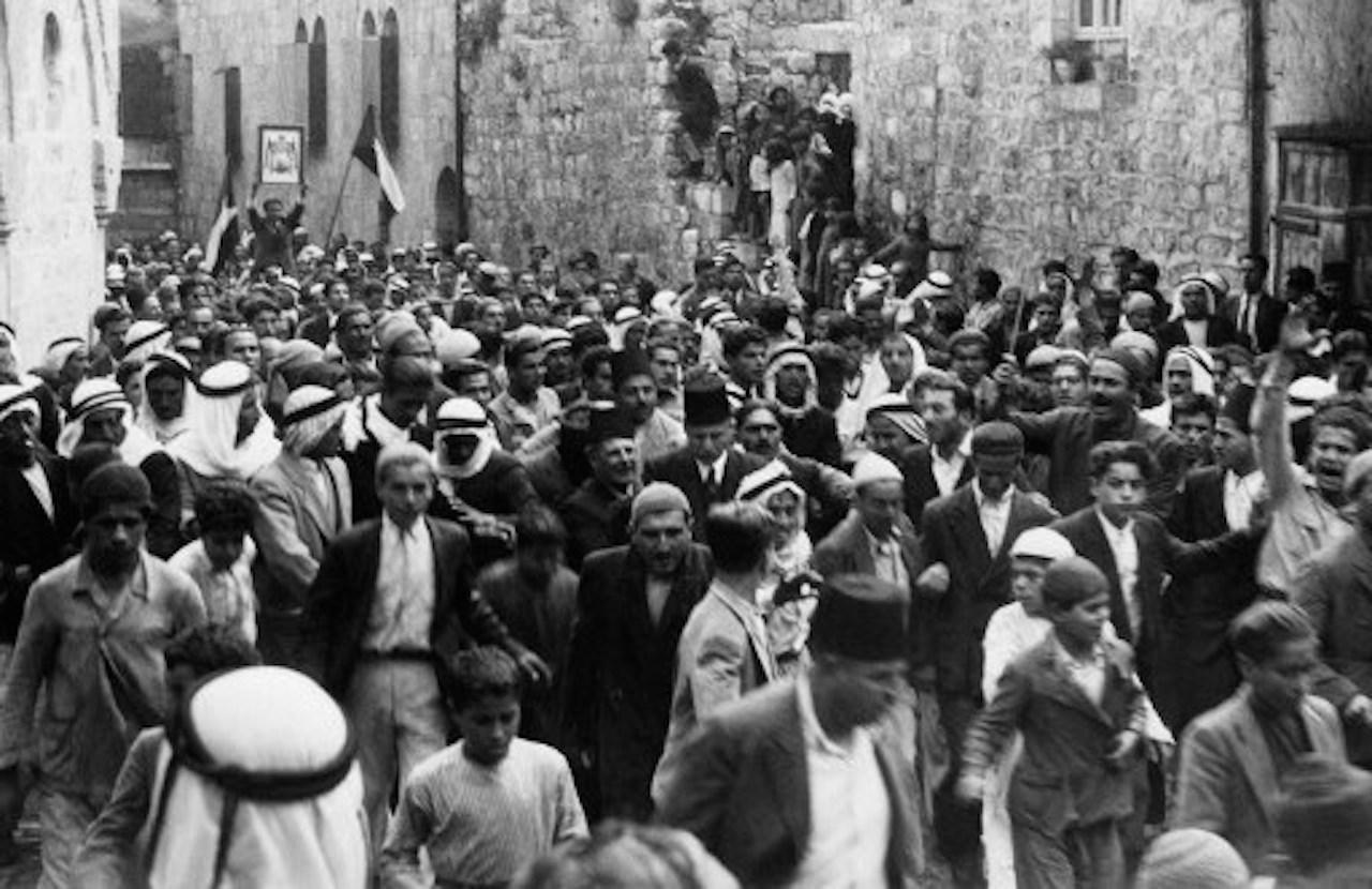 ชาวอาหรับในปาเลสไตน์ ชุมนุมประท้วงในเขตเมืองเก่า ต่อต้านการปกครองของอังกฤษ และการอพยพเข้ามาในปาเลสไตน์ ช่วงปี 2479-82