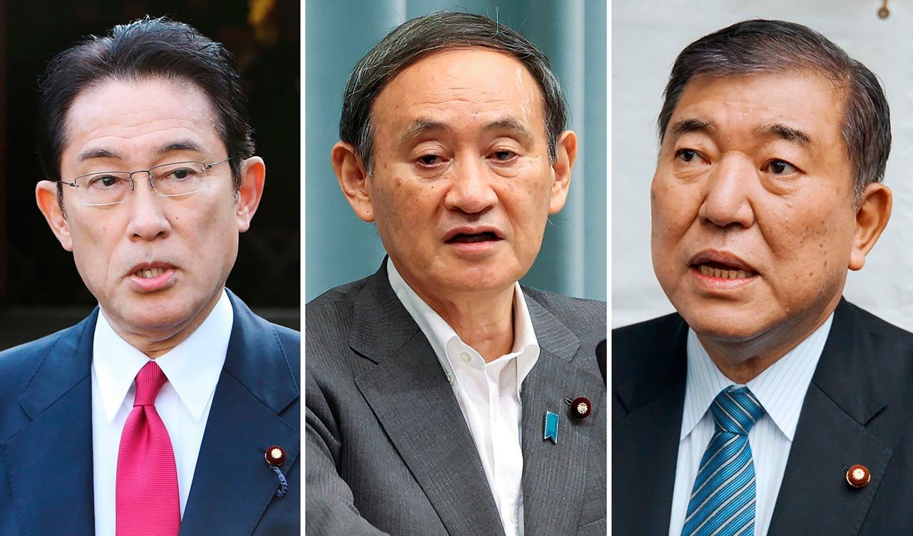 (จากซ้ายไปขวา) นายฟูมิโอะ คิชิดะ  อดีตรมว.ต่างประเทศ, นายโยชิฮิเดะ ซูกะ เลขาธิการคณะรัฐมนตรี และนายชิเกรุ อิชิบะ อดีตรมว.กลาโหม