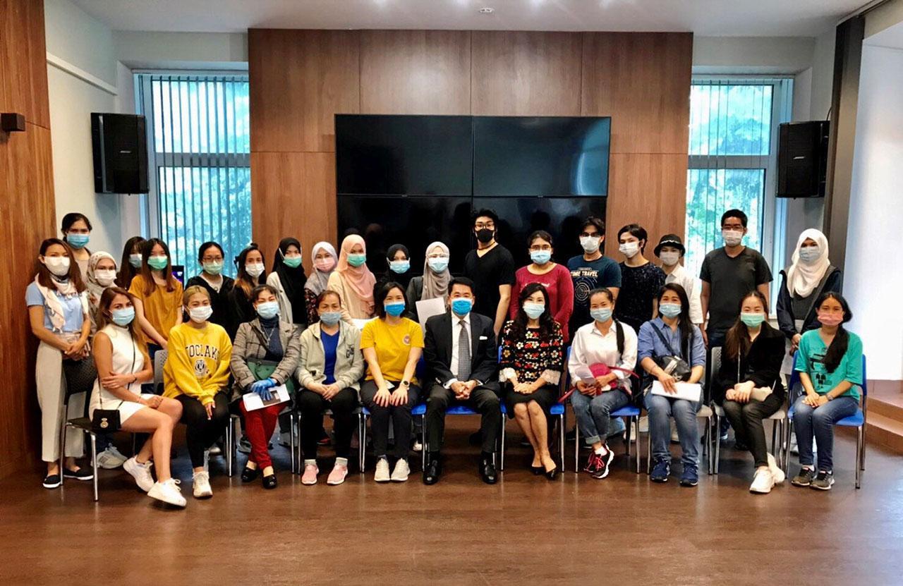 ได้กลับบ้าน ธนาธิป อุปัติศฤงค์ ออท. ณ กรุงมอสโก ประเทศรัสเซีย บริการตรวจสุขภาพแรงงานไทยและนักศึกษาไทย 56 คน ก่อนกลับประเทศไทยเป็นครั้งที่ 11 โดยสายการบิน Aero จากกรุงมอสโก.