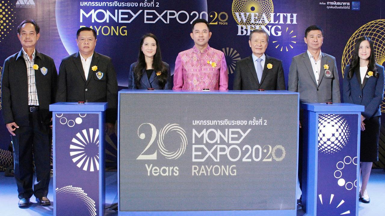 การเงิน อิทธิพล คุณปลื้ม รมว.วัฒนธรรม เปิดงานมหกรรมการเงินระยอง MONEY EXPO RAYONG 2020 ให้แก่ สันติ วิริยะรังสฤษฎ์ โดยมี สงวน แสงวงศ์กิจ, อดิศร พัฒนภักดี, เรืองศิลป์ จันทร์วิเศษ และ ภาคนี-ภริตา วิริยะรังสฤษฎ์ มาร่วมงานด้วย ที่เซ็นทรัลพลาซา ระยอง วันก่อน.