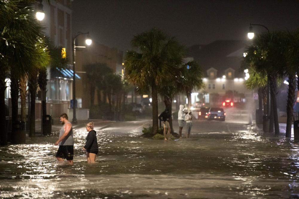 เกิดน้ำท่วมในเมือง Myrtle Beach รัฐเซาท์ แคโรไลนา จากอิทธิพลพายุเฮอริเคน อีเซเอียส ที่เคลื่อนตัวถล่มเมื่อ 4 ส.ค.63