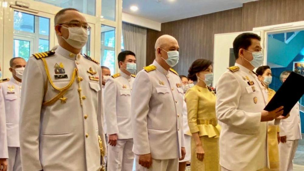 น้อมใจภักดิ์ ธนาธิป อุปัติศฤงค์ ออท.ณ กรุงมอสโก ประเทศรัสเซีย เป็นประธานนำข้าราชการและทีมประเทศไทย ร่วมพิธีถวายพระพรชัยมงคล พระบาทสมเด็จพระเจ้าอยู่หัว เนื่องในวันเฉลิมพระชนมพรรษา ที่สถานทูต.