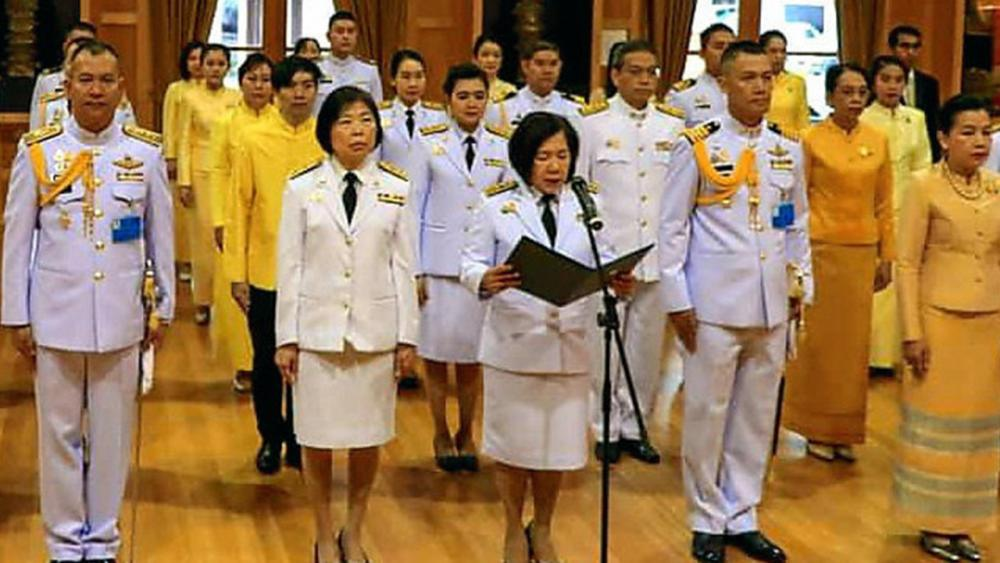 ทรงพระเจริญ บุษฎี สันติพิทักษ์ ออท.ณ กรุงแคนเบอร์รา ประเทศออสเตรเลีย นำข้าราชการและทีมประเทศไทยร่วมพิธีถวายพระพรชัยมงคล พระบาทสมเด็จพระเจ้าอยู่หัว เนื่องในวันเฉลิมพระชนมพรรษา ที่สถานทูต.