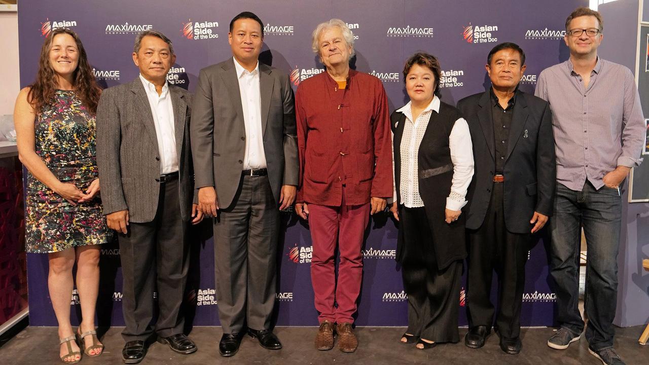 """หนังสารคดี  -  วิวรรณ กรรณสูต, อีฟ ชองโน และ ชนินทร์ ชมะโชติ แถลงข่าวการจัดงาน """"Asian Side of the Doc Bangkok 2018"""" ตลาดซื้อขายภาพยนตร์สารคดีแบบครบวงจร โดยมี จิรุตถ์ อิศรางกูร ณ อยุธยา และ คริสติยอง ป็อปป์ มาร่วมงานด้วย ที่สมาคมฝรั่งเศส วันก่อน."""