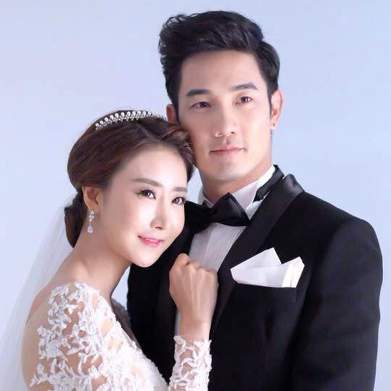 หลังจากประกาศจะแต่งงาน ล่าสุด อ้วน-รังสิต ก็ควงว่าที่เจ้าสาว ปาร์ค ฮยอน ซอน ไปถ่ายพรีเวดดิ้งกันเรียบร้อย...งานนี้เกาหลีขาดดุลให้ไทยซะแล้ว คริๆ