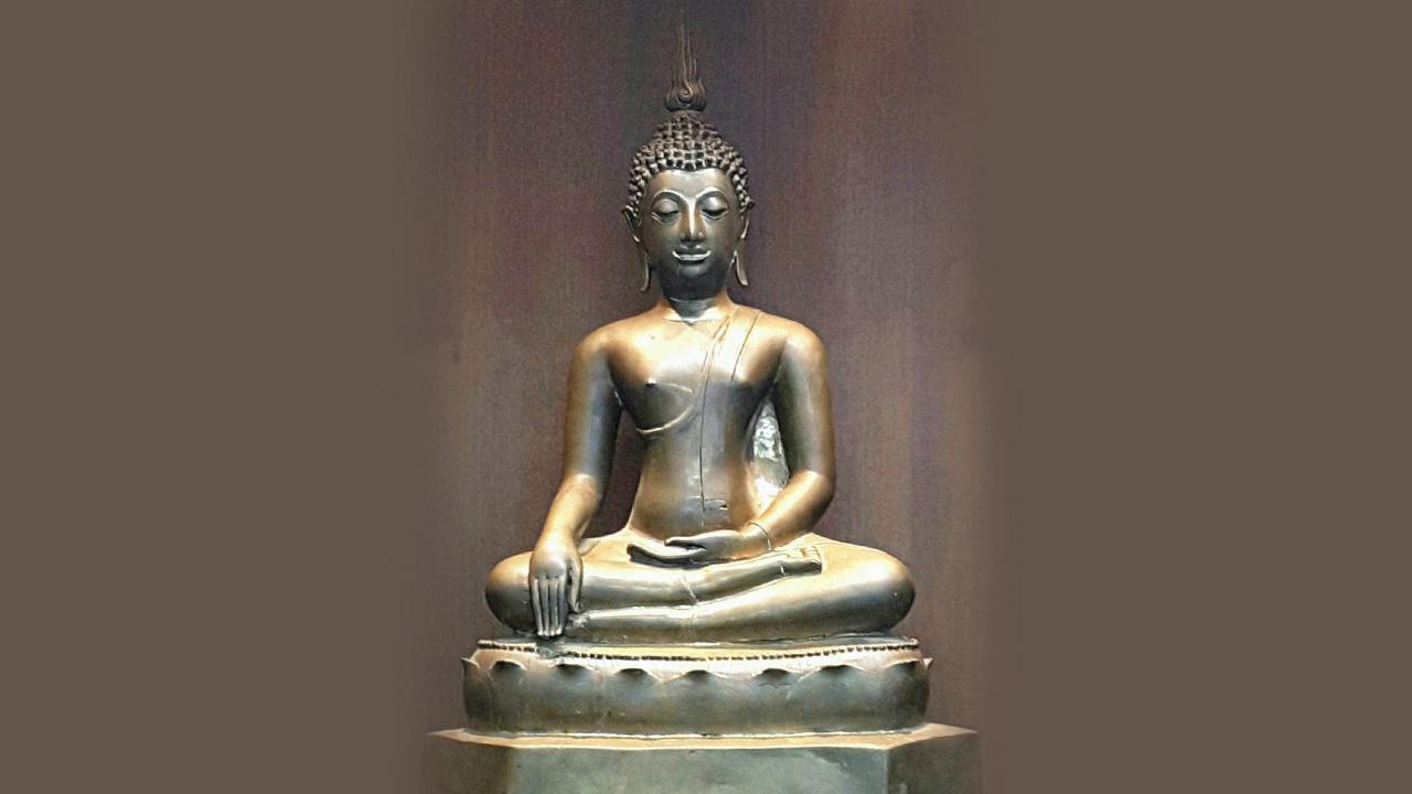 พระพุทธรูปบูชา เชียงแสน สิงห์ ๓ ของ พรรค คูวิบูลย์ศิลป์.