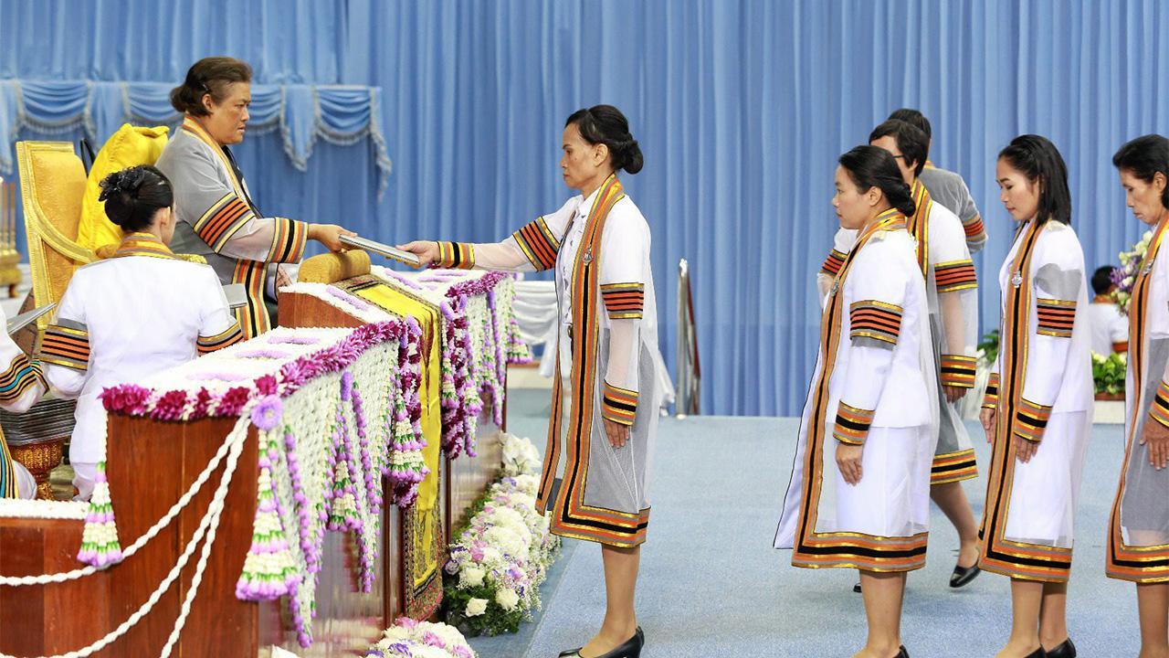 สมเด็จพระเทพรัตนราชสุดาฯ สยามบรมราชกุมารี เสด็จพระราชดำเนินแทนพระองค์ พระราชทานปริญญาบัตรแก่ ผู้สำเร็จการศึกษาจากมหาวิทยาลัยนเรศวร ประจำปีการศึกษา 2559 ณ มหาวิทยาลัยนเรศวร เมื่อวันที่ 31 กรกฎาคม.