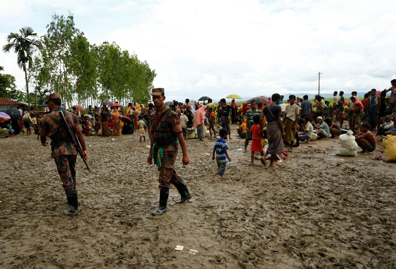 ชาวโรฮีนจาทะลักข้ามชายแดนเข้ามาในบังกลาเทศ
