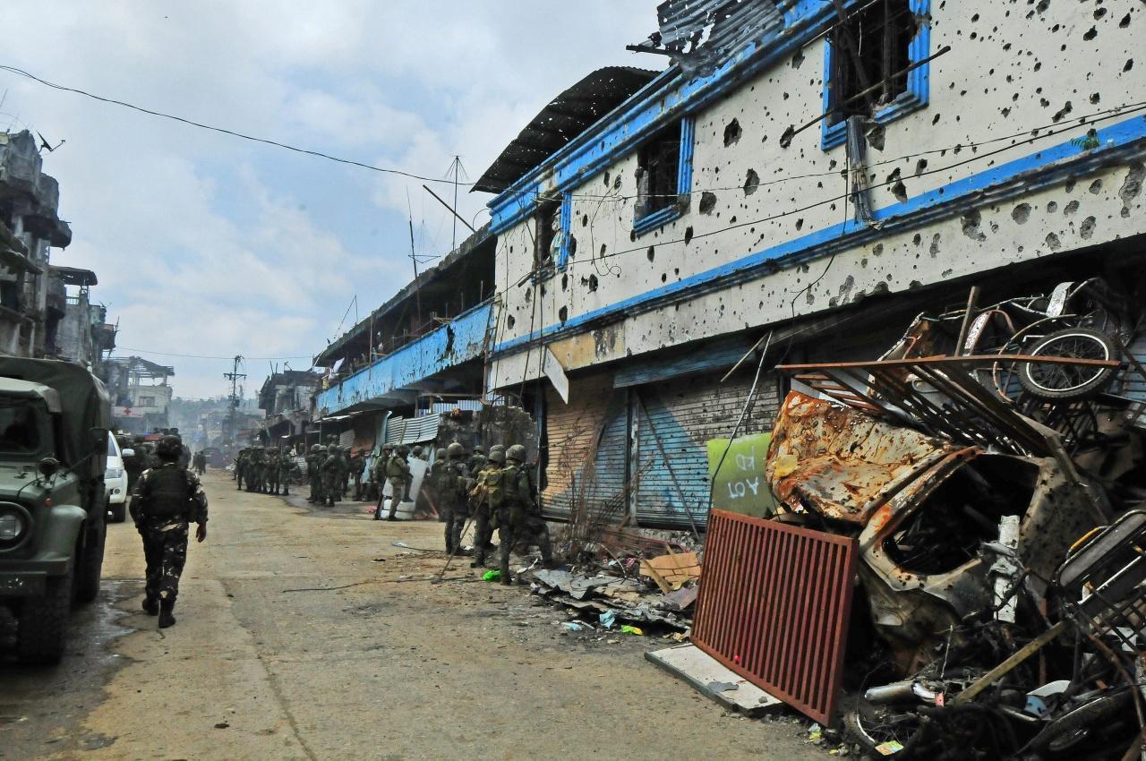 บ้านเรือนในเมืองมาราวีเต็มไปด้วยรอยกระสุนและซากความเสียหาย
