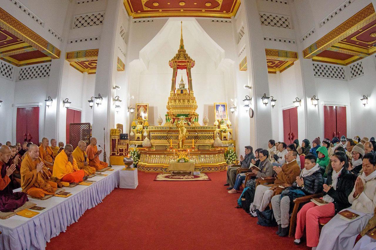 พระศรีโพธิวิเทศ (สุพจน์) เจ้าอาวาส วัดไทยลุมพินีวัน ประเทศเนปาล เป็นประธานในพิธีสวดมนต์ข้ามปี ร่วมกับชาวไทยที่ไปร่วมแสวงบุญ ภายในพระอุโบสถหลังใหม่ ถือเป็นการประกอบพิธีทางศาสนาอย่างเป็นทางการครั้งแรก.
