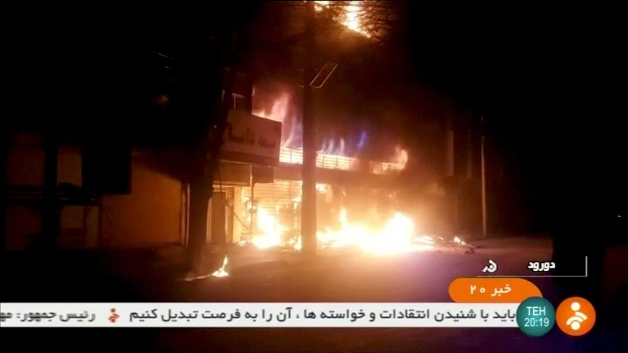 ตึกหลังหนึ่งในเมืองโดรุด ถูกเผาทำลายระหว่างการประท้วง