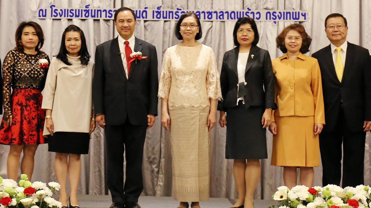 """มีโอกาส ชุติมา บุณยประภัศร รมช.พาณิชย์ เปิดงานสัมมนา """"โอกาสทางการค้าของไทยบนเส้นทางสายไหม : ผ่าน FTA อาเซียน-จีน และอาเซียน-ฮ่องกง"""" โดยมี กลินท์ สารสิน, บุณิกา แจ่มใส และ เก็จพิรุณ เกาะสุวรรณ์ มาร่วมงานด้วย ที่โรงแรมเซ็นทาราแกรนด์ ลาดพร้าว วันก่อน."""
