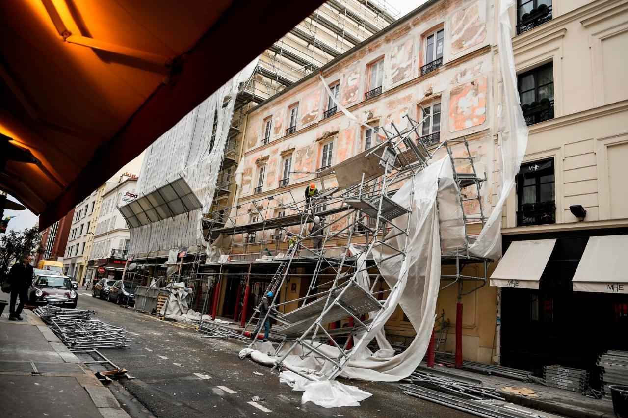 นั่งร้านในฝรั่งเศสต้านลมแรงจากพายุเอเลนอร์ไม่ไหวจนพังถล่มลงมา