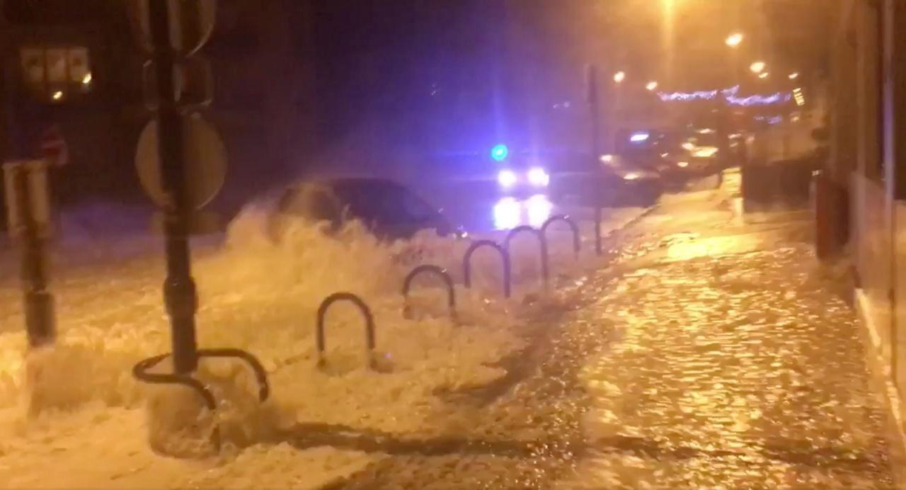 น้ำท่วมถนนในเมือง แซงต์มาโล ของฝรั่งเศศ