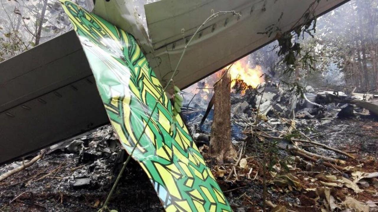 ซากเครื่องบินกระจัดกระจาย บางส่วนถูกไฟไหม้ด้วย