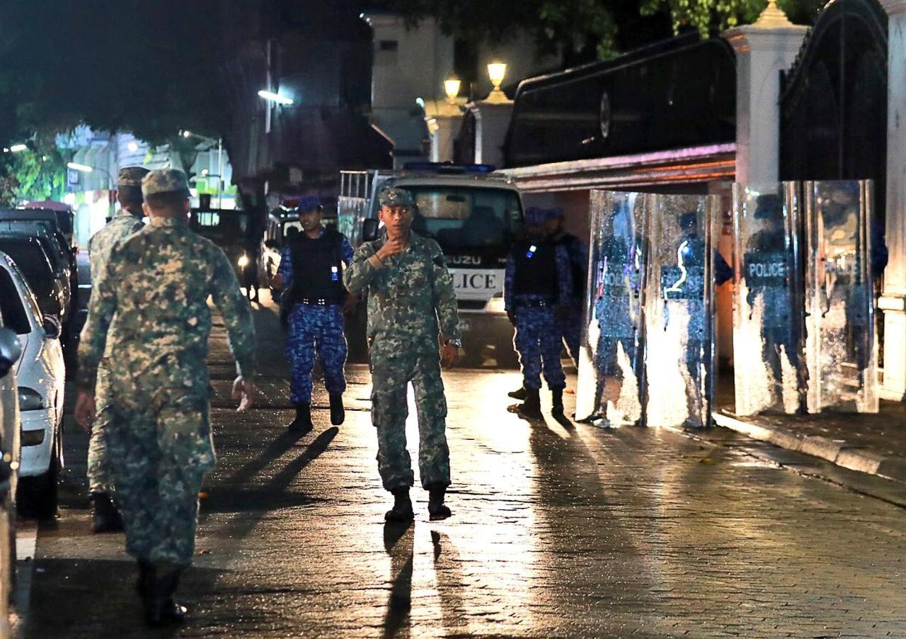 ทหารออกมาเดินลาดตระเวนตามท้องถนน หลังจากมีการประกาศภาวะฉุกเฉิน