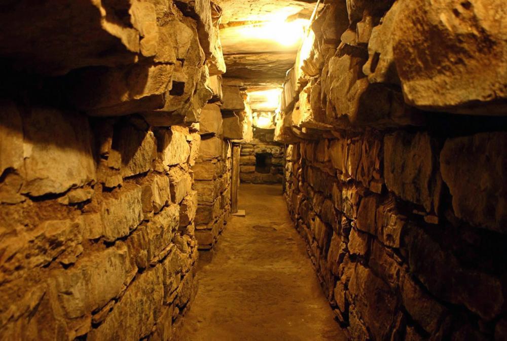 ช่องทางเดินใต้ดินของวิหารในชาวีน เด อวนตาร์.