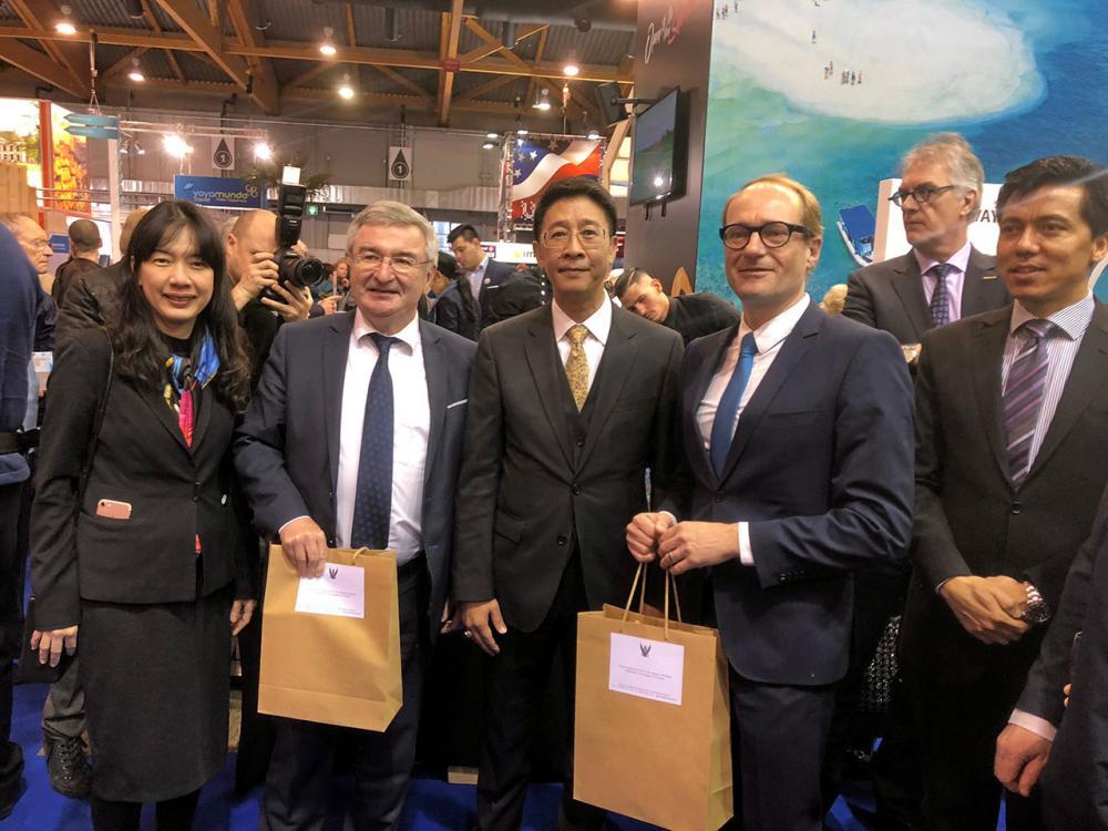 """เกียรติยศ มนัสวี ศรีโสดาพล ออท. ณ กรุงบรัสเซลส์ เบลเยียม เป็นประธานเปิดงาน """"Brussels Travel Fair (Salon des Vacances) ปี 2018 ที่กรุงบรัสเซลส์ โดยประเทศไทยได้รับเชิญเข้าร่วมเป็นประเทศเกียรติยศ."""