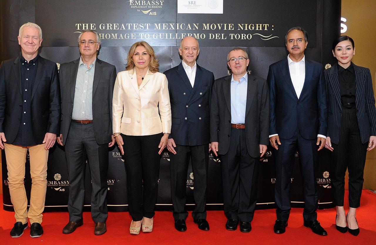 ไปดูหนัง ไฆเม บีร์กิลิโอ นัวลาร์ต ซานเชซ ทูตสหรัฐเม็กซิโก และ ปรียาภรณ์ เพ็ชรพราว จัดงานเทศกาล The Greatest Mexican Movie โดยมี อีโว ซีเบอร์, เพริเคลส บูตอส และ อะศิม อิฟติคัร อะห์มัด มาร่วมงานด้วย ที่โรงภาพยนตร์เอ็มบาสซี ดิโพลแมทสกรีน วันก่อน.