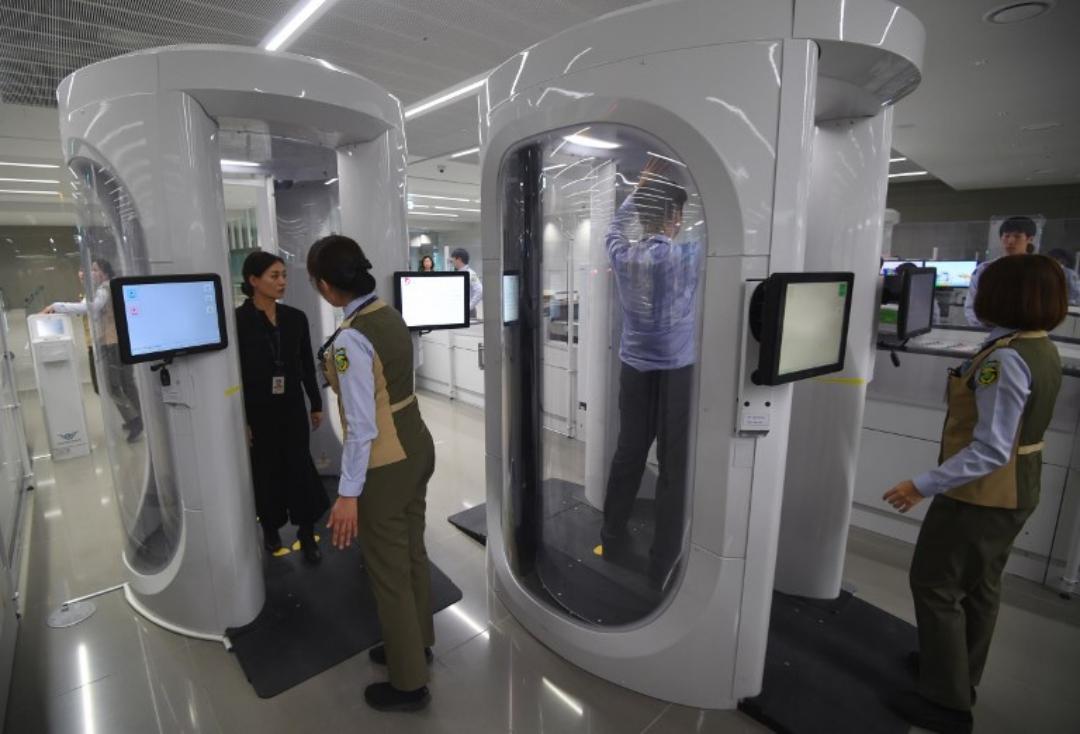 ระบบสแกนรักษาความปลอดภัยที่อาคารผู้โดยสารของท่าอากาศยานอินชอน ในเกาหลีใต้