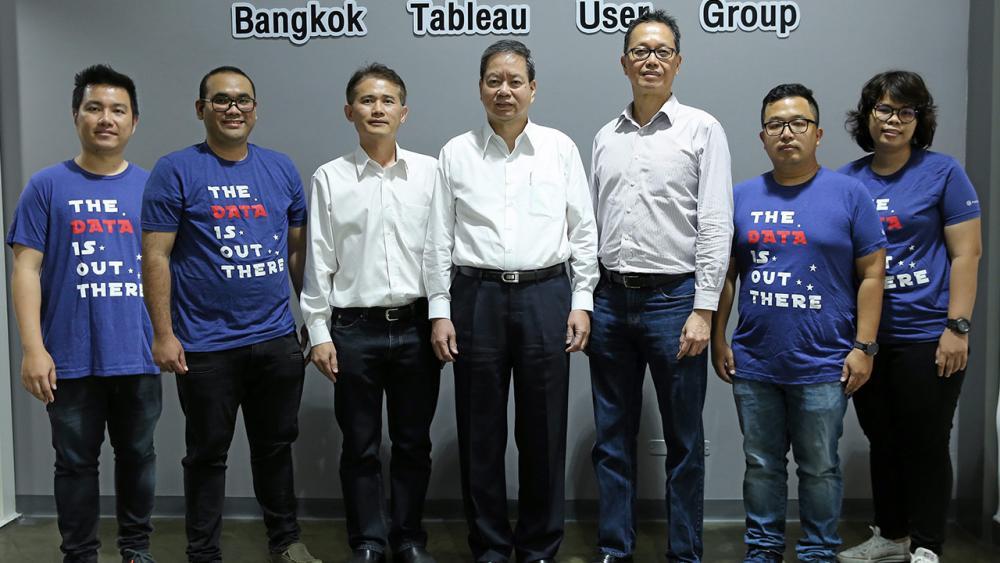"""มีเครือข่าย ฮุย เวง ชอง จัดงาน """"Bangkok Tableau User Group"""" เพื่อสร้างเครือข่ายผู้ใช้งาน Data Analyst จากองค์กรชั้นนำไทย โดยมี ศุภชัย พานิชายุนนท์, วสันต์ บุญประเสริฐ,โกเมษ จันทวิมล และ สิโรรส รุ่งดอนทราย มาร่วมงานด้วย ที่อาคารเอสซี ทาวเวอร์ วันก่อน."""