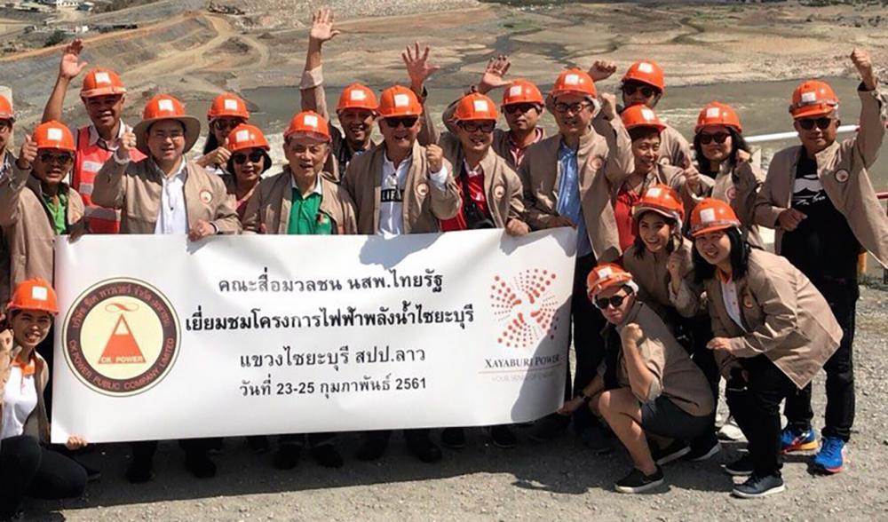 ดูโรงไฟฟ้า สมชาย กรุสวนสมบัติ นำทีมข่าวไทยรัฐ ไปชมความคืบหน้าการก่อสร้างโรงไฟฟ้าพลังน้ำไชยะบุรี สปป.ลาว โดยมี ธนวัฒน์ ตรีวิศวเวทย์ กก.บห.บมจ. ซีเค พาวเวอร์ เครือ ช.การช่าง ต้อนรับ.