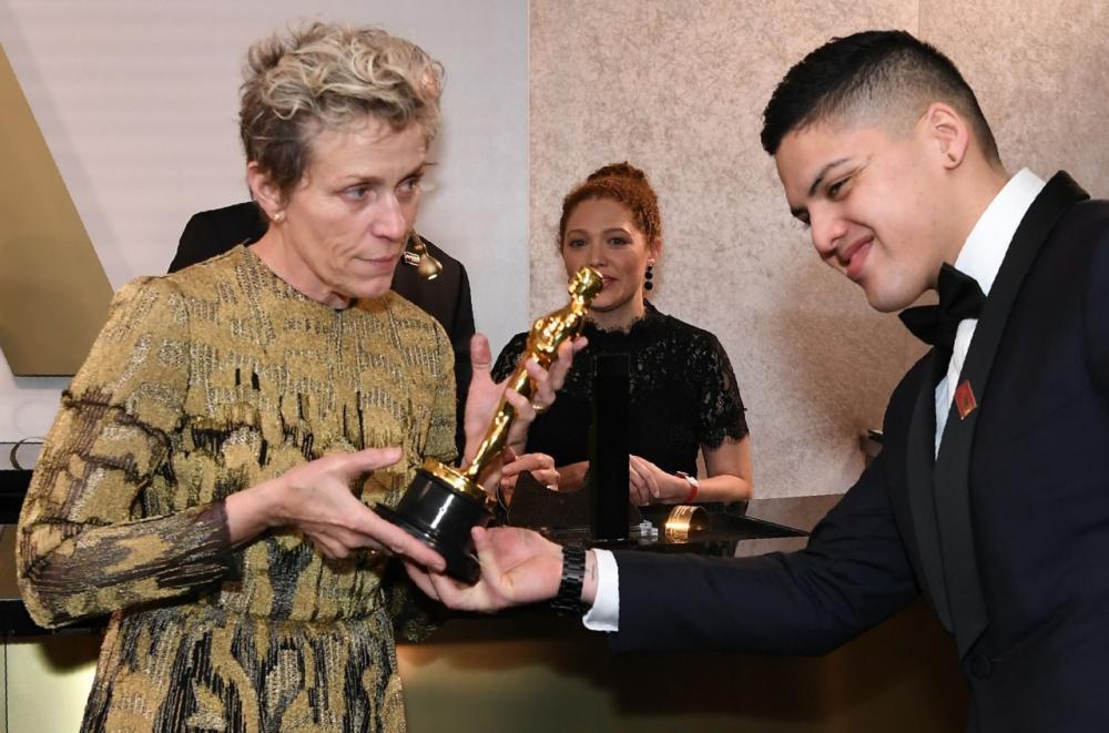 ฟรานเซส แม็คดอร์มานด์ คว้ารางวัลออสการ์ดารนำหญิงยอดเยี่ยมเป็นครั้งที่ 2 หลังจากครั้งแรกได้จากภาพยนตร์เรื่อง Fargo เมื่อปี 1996