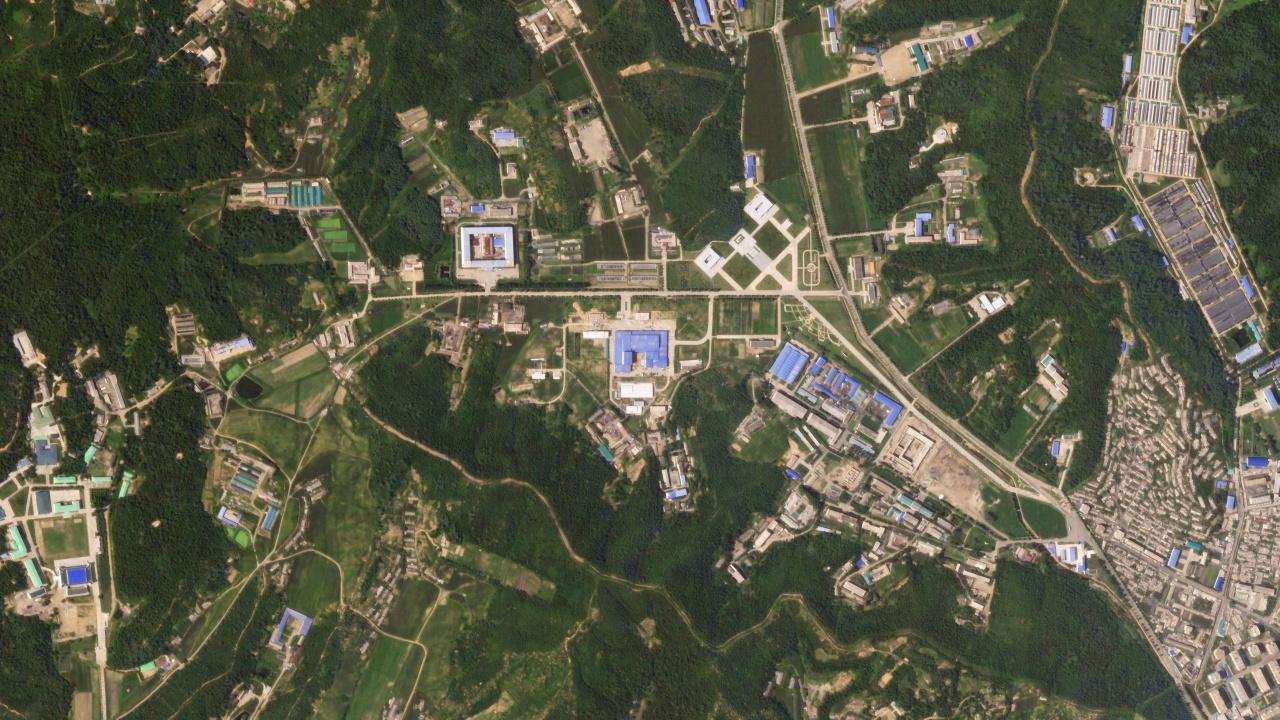 ภาพดาวเทียมที่ชี้ให้เห็นความเคลื่อนไหวที่ฐานผลิตขีปนาวุธของเกาหลีเหนือ