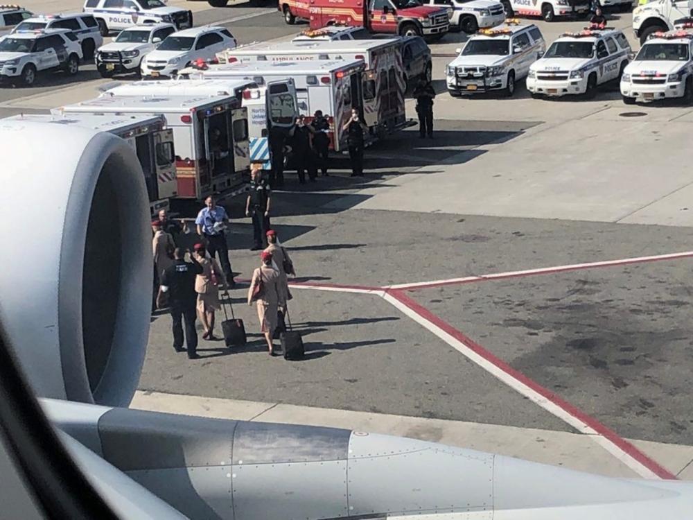 รถพยาบาลถูกส่งมารับตัวผู้ป่วย
