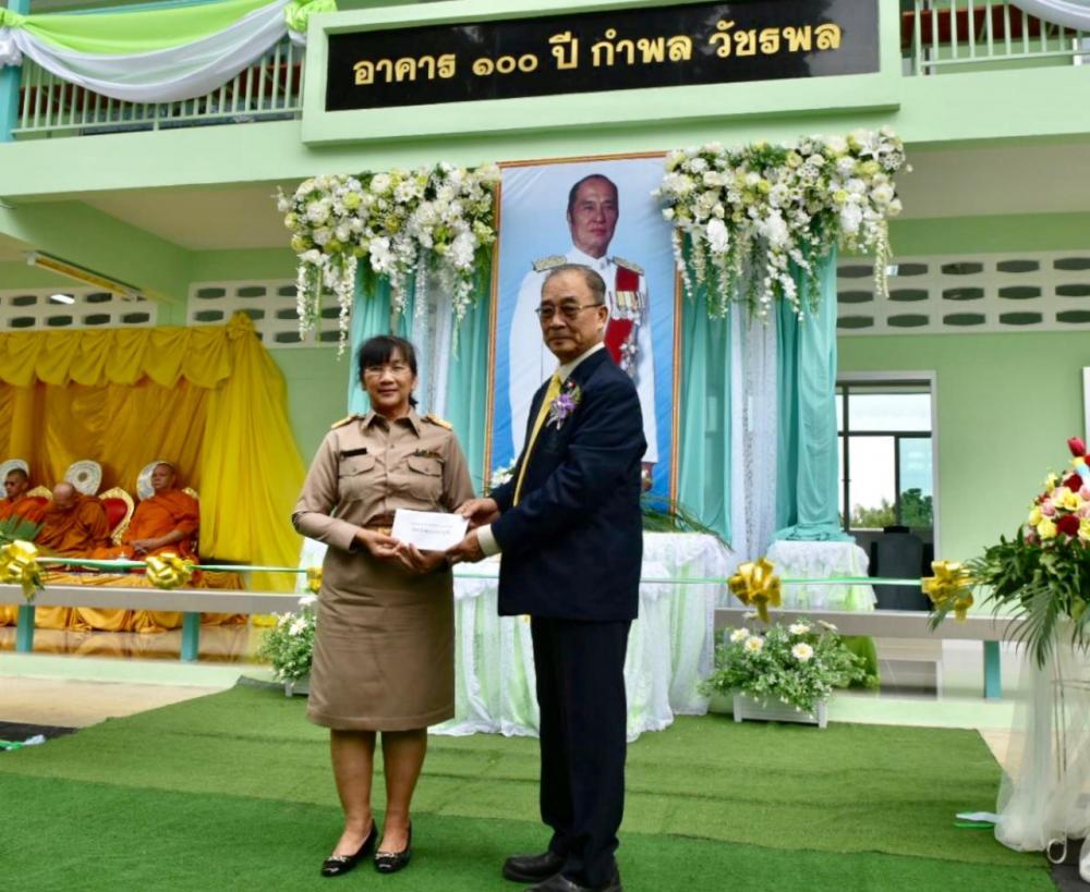 ไทยรัฐได้มอบเงินสด 200,000 บาท เพื่อให้จดทะเบียนจัดตั้งมูลนิธิเพื่อการศึกษาไทยรัฐวิทยา
