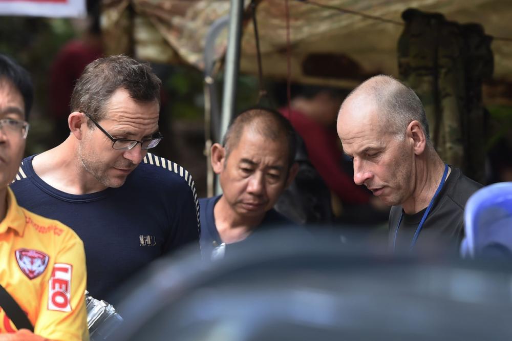 จอห์น โวลันเธน และริชาร์ด สแตนตัน สองผู้เชี่ยวชาญการดำน้ำในถ้ำชาวอังกฤษ ทีมแรกที่พบ 13 ชีวิตติดถ้ำหลวง เมื่อคืนวันที่ 2ก.ค.61