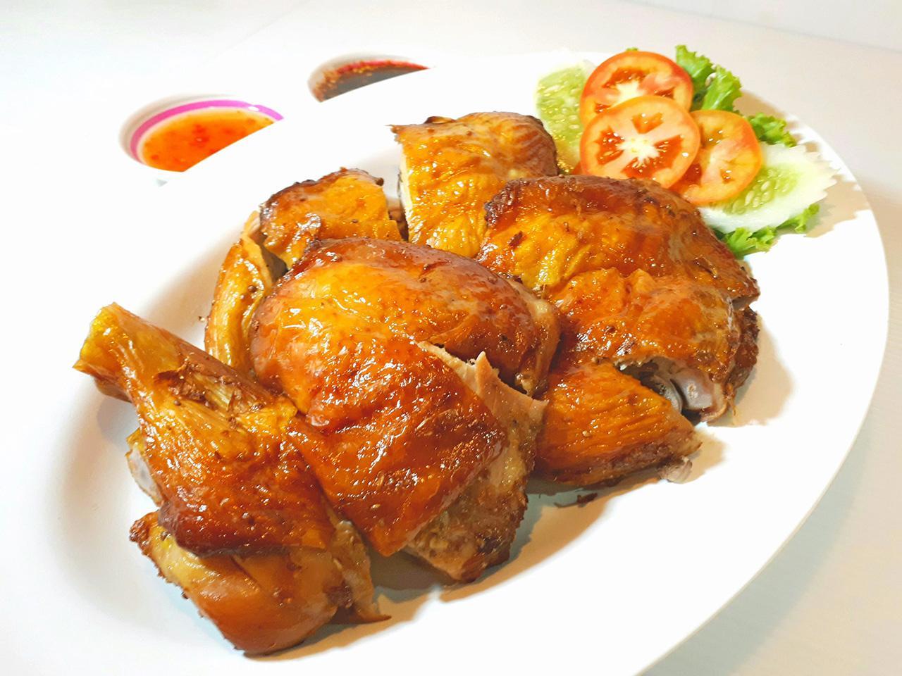 ไก่ย่างเมืองยศเมนูเด็ดและขายดีที่สุดของร้าน.
