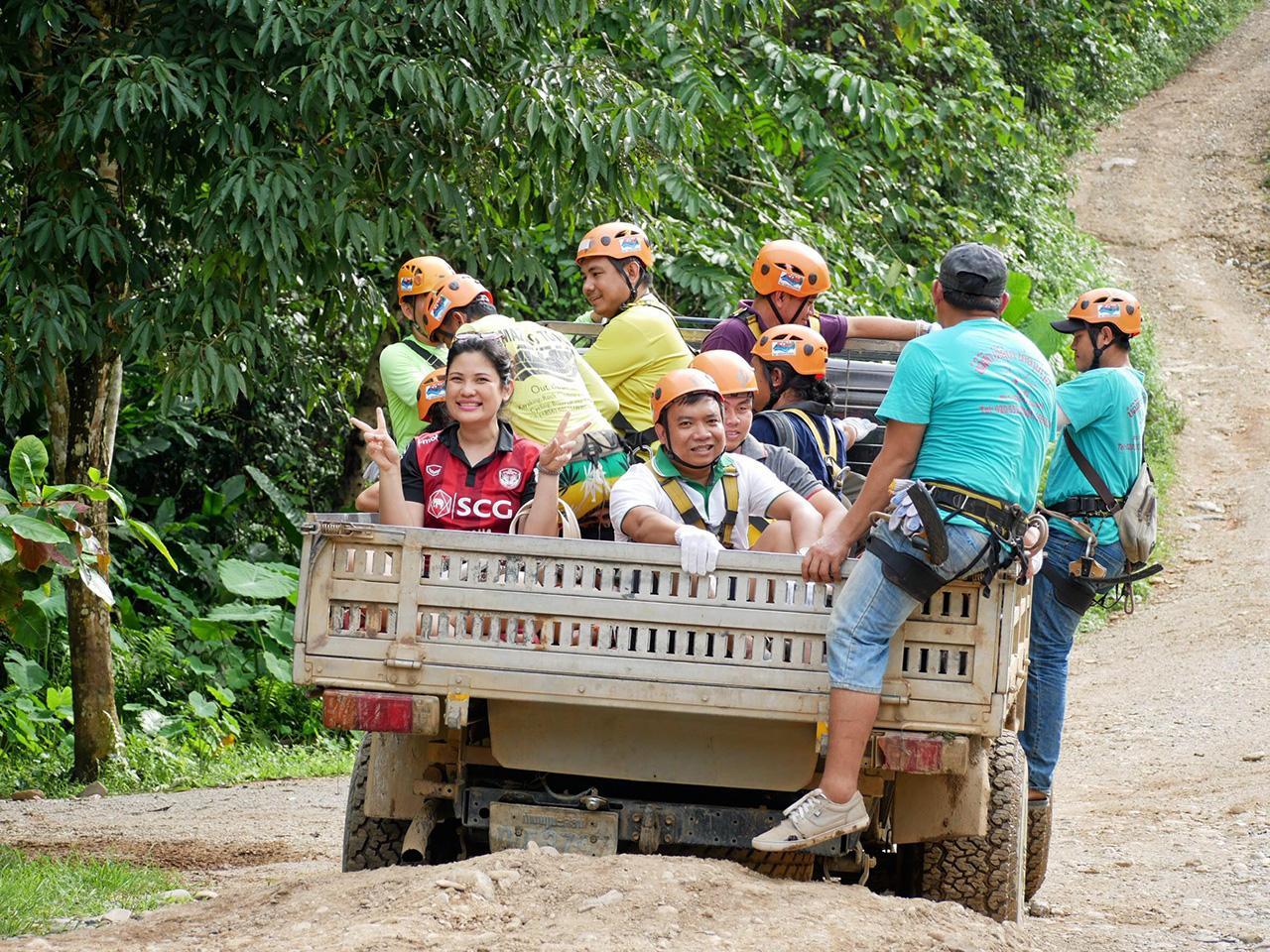 สื่อมวลชนอาเซียนสนุกสนานกับการท่องเที่ยวแบบผจญภัยที่ สปป.ลาว.