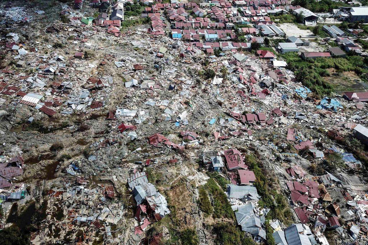คลื่นยักษ์สึนามิทำลายเมืองติดชายฝั่งของเมืองปาลูพังพินาศ