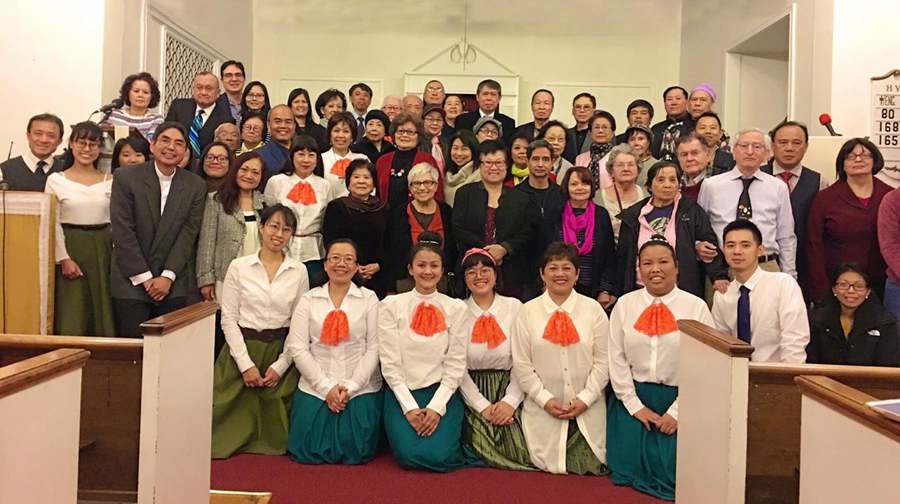 ขอบคุณพระเจ้า ศาสนาจารย์ สมบุญ เทศน์สาลี เชิญ นิพนธ์ เพ็ชรพรประภาส กสญ.ณ นครนิวยอร์ก สหรัฐฯ พร้อมภริยา และ พิสิษฐ์ จรูญศรีสวัสดิ์ นายกสมาคมธุรกิจอาหารไทยนิวยอร์ก ร่วมประกอบพิธีขอบคุณพระเจ้า ที่คริสตจักรชาวไทยนิวยอร์ก เขตยองค์เกอร์.
