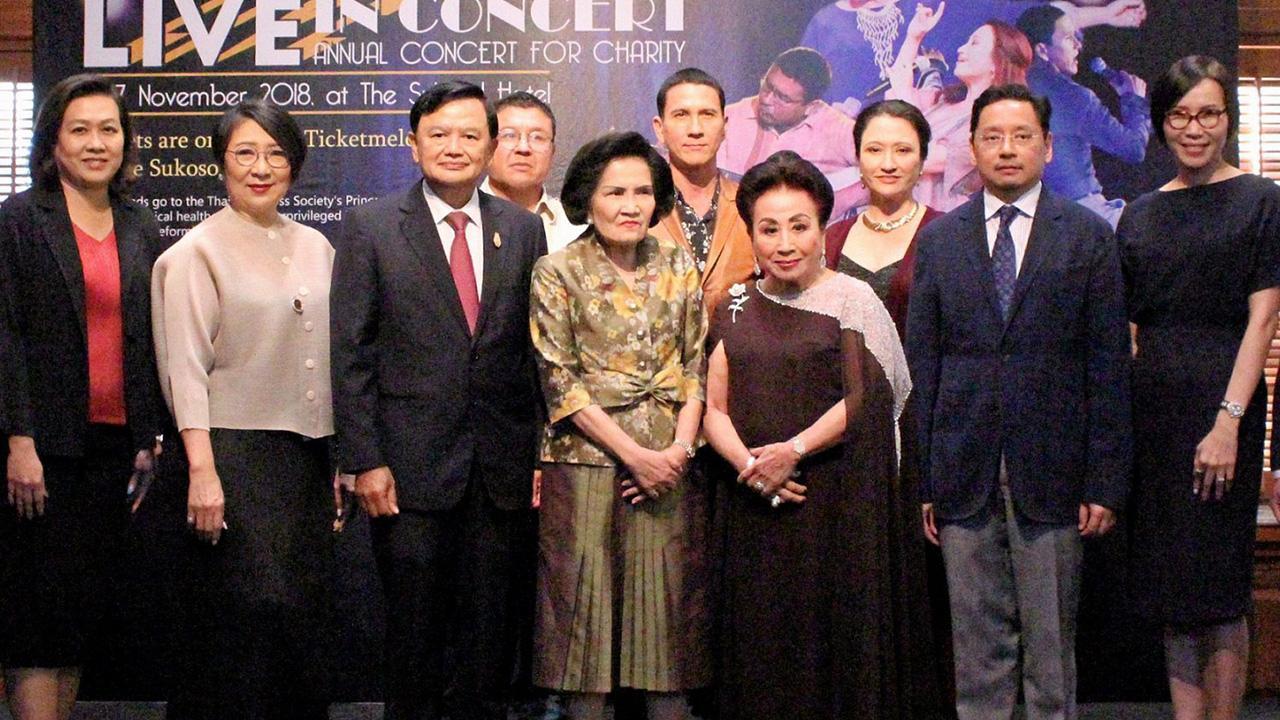 """การกุศล กมลา สุโกศล, คุณหญิงปรียางค์ศรี วัฒนคุณ และ สรวิช ภิรมย์ภักดี แถลงข่าวจัดงาน """"KAMALA LIVE IN CONCERT"""" คอนเสิร์ตการกุศล ในวันที่ 15-17 พ.ย. เพื่อมอบรายได้บำรุง ศูนย์สมเด็จพระเทพรัตนฯ โรงพยาบาลจุฬาลงกรณ์ สภากาชาดไทย ที่โรงแรมเดอะ สุโกศล วันก่อน."""