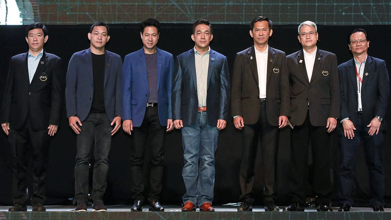 ยุคดิจิทัล พ.อ.ดร.สรรพชัย หุวะนันท์ เปิดงาน CAT Network Showcase 2018 : Thailand × Step - The Next Extreme การเสวนาเกี่ยวกับด้านเทคโนโลยีดิจิทัล โดยมี ดร.ดนันท์ สุภัทรพันธุ์ และ ศักดิ์ณรงค์ แสงสง่าพงศ์ มาร่วมงานด้วย ที่โรงแรมเซ็นทารา แกรนด์ เซ็นทรัลเวิลด์ วันก่อน.