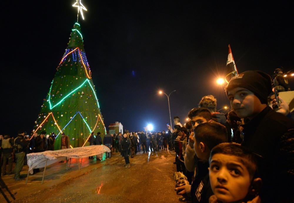 ชาวอิรักรวมตัวกันที่ใจกลางเมืองโมซูล เพื่อฉลองวันขึ้นปีใหม่