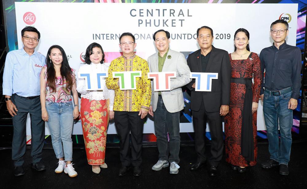 นิวเยียร์  -  ธัญญวัฒน์ ชาญพินิจ และ ปกรณ์ พรรธนะแพทย์ เปิด Central Phuket International Countdown 2019 งานอลังการแสงสีเสียง-พลุตระการตา โดยมี วิไลพร ปิติมานะอารี, ทวีเดช จันทร์มีอ้น และ กนกกิตติกา กฤตย์วุฒิกร มาร่วมงานด้วย ที่ศูนย์การค้าเซ็นทรัล ภูเก็ต วันก่อน.