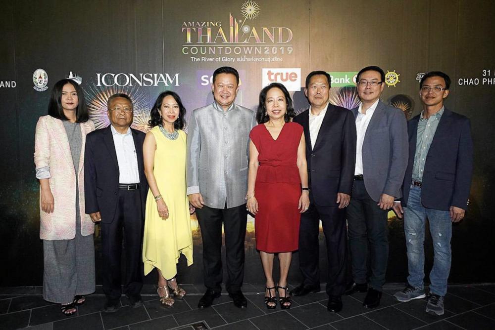 สุดยอด  -  ยุทธศักดิ์ สุภสร และ พาสินี ลิ่มอติบูลย์ เปิดงาน ส่งท้ายปีเก่าต้อนรับปีใหม่ Amazing Thailand Countdown 2019 ตื่นตาตื่นใจกับการแสดงพลุ-ศิลปะโขน-คอนเสิร์ต โดยมี เกตุวลี นภาศัพท์, สมศักดิ์ ห่มม่วง และ วีรวัฒน์ ปัณฑวังกูร มาร่วมงานด้วย ที่ไอคอนสยาม วันก่อน.
