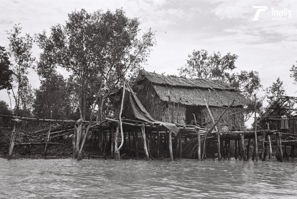 บ้านเรือนประชาชนที่แหลมตะลุมพุก (ภาพถ่าย ปี 2529)