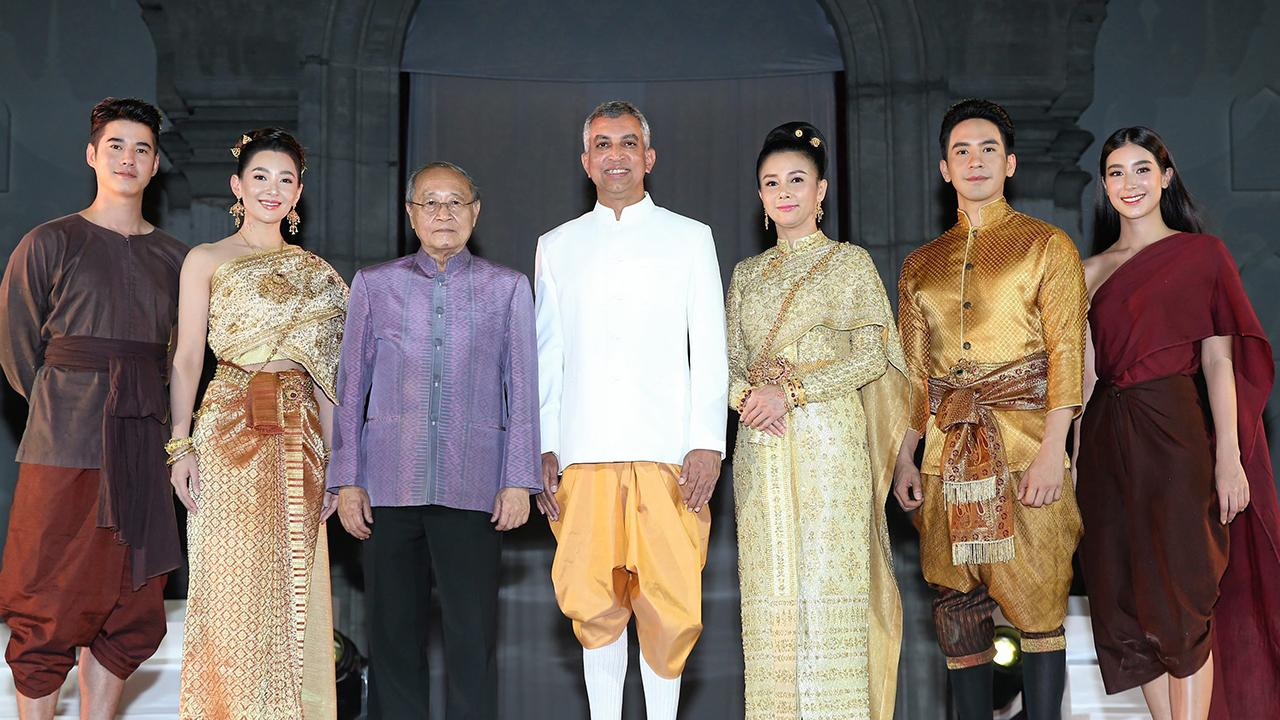 ตามไปดู วิษณุ  เทพเจริญ  จัดงานเปิด Legend Siam  Pattaya  เมืองแห่งตำนานนำเสนอประวัติศาสตร์และอารยธรรมอันภาคภูมิใจของสยามประเทศ โดยมี ดร.สุเมธ ตันติเวชกุล, ศิริญา เทพเจริญ, ธนวรรธน์ วรรธนะภูติ และ มาริโอ้ เมาเร่อ มาร่วมงานด้วย ที่พัทยา จ.ชลบุรี วันก่อน.