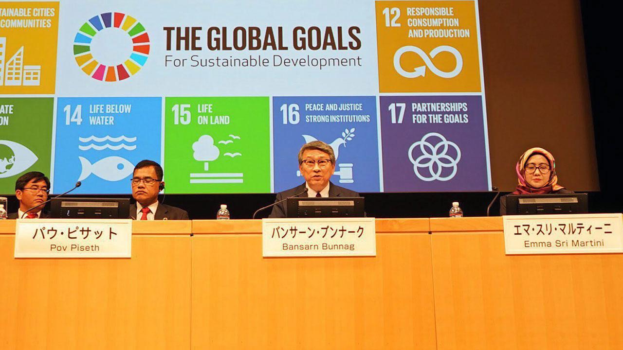 ร่วมประชุม บรรสาน บุนนาค ออท. ณ กรุงโตเกียว ญี่ปุ่น ไปร่วมบรรยายเรื่องนโยบายการพัฒนาที่ยั่งยืน ในการประชุม International Forum on SDGs for Regional Revitalization ครั้งที่ 1 ที่กรุงโตเกียว.