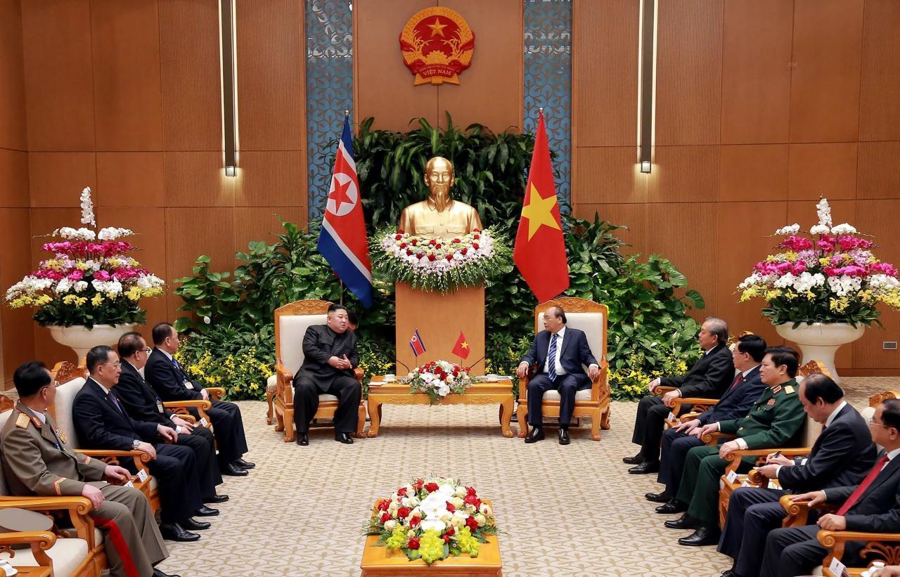 คิม จอง อึน  ร่วมประชุมหารือกับประธานาธิบดีเวียดนาม พร้อมคณะ