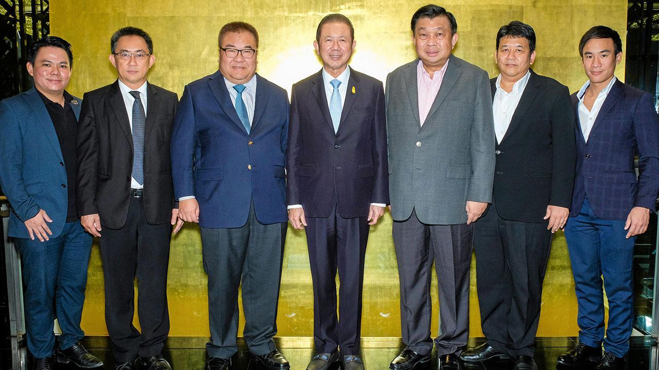 เริ่มรุ่น7 สนั่น อังอุบลกุล เป็นประธานปิดหลักสูตรภาษาจีนนักธุรกิจชั้นสูง รุ่น 6 พร้อมเปิดหลักสูตรภาษาจีนนักธุรกิจชั้นสูง รุ่น 7 สถาบัน BLCA โดยมี ประสงค์ เอาฬาร, อธิป พีชานนท์, พฤติพงศ์ เกตุปัญญา และ พูนพงษ์ นัยนารากรณ์ มาร่วมงานด้วย ที่บางกอกคลับ สาทร วันก่อน.