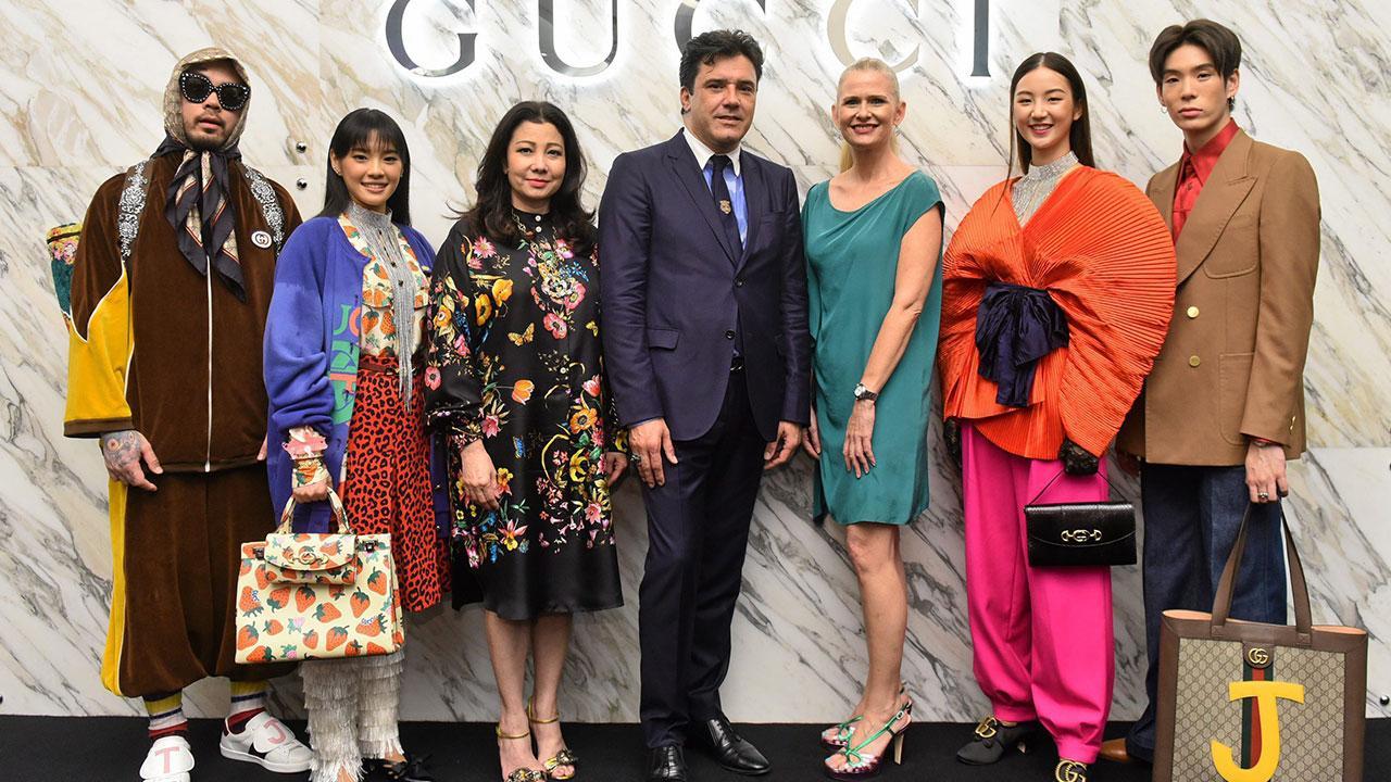 สุดยอด เอมมานูเอล เดลริเยอ จัดงานแนะนำ Gucci DIY บนเว็บไซต์ Gucci.com เพื่อให้ลูกค้าสามารถแสดงออกผ่านการตกแต่งตามสั่ง โดยมี ชฎาทิพ จูตระกูล, แคโรไลน์ เมอร์ฟี่, เฌอปราง อารีย์กุล และ กัญญาวีร์ สองเมือง มาร่วมงานด้วย ที่สยามพารากอน วันก่อน.