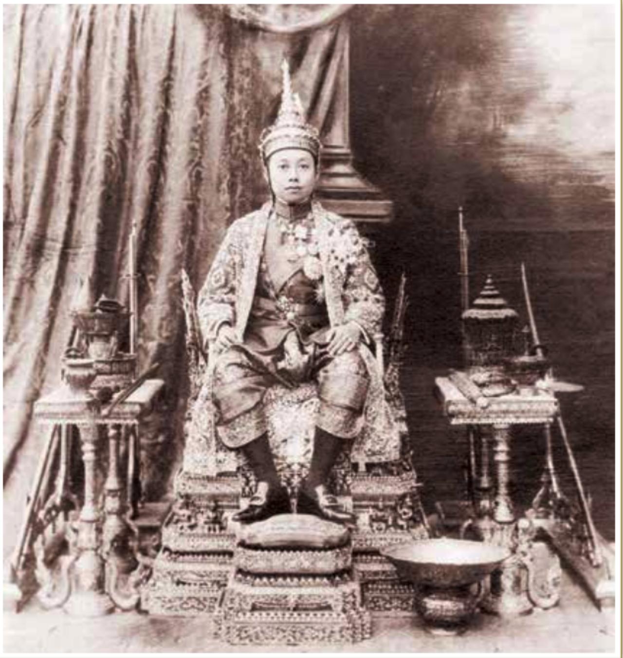 รัชกาลที่ 6พระบาทสมเด็จพระมงกุฎเกล้าเจ้าอยู่หัว ทรงประกอบพระราชพิธีบรมราชาภิเษก ครั้งแรกวันที่ 11 พ.ย. 2453 และทรงประกอบพระราชพิธีบรมราชาภิเษกสมโภช วันที่ 2 ธ.ค. 2454
