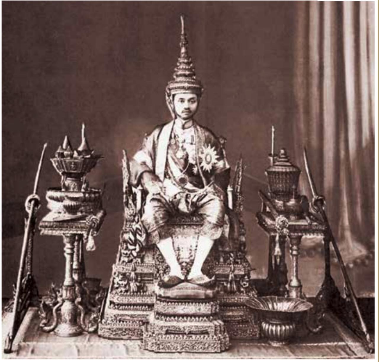 รัชกาลที่ 7พระบาทสมเด็จพระปกเกล้าเจ้าอยู่หัว ทรงประกอบพระราชพิธีบรมราชาภิเษก วันที่ 25 ก.พ. 2468