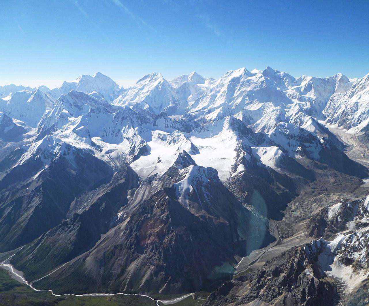 เทือกเขาเทียนซานในเขตปกครองตนเองซินเจียงของจีน Credit : IUCN/Pierre Galland